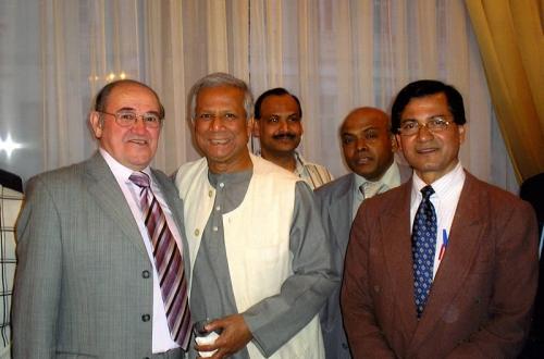 С лауреатом Нобелевской премии 2006 г. М.Юнусом (2007 г.)