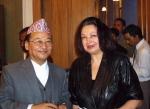 Супруга Наида с непальским послом в РФ (2006 г.)