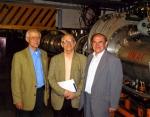 У синхрофазатрона в Дубне с профессором Н.Н.Боголюбовым (2006 г.)