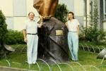 У памятника снежному человеку, Катманду, 1996 г.