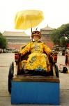 На площади Тяньаньмынь в роли