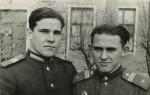 Младший сержант Ю.Халлиулин, справа (1955 г.)