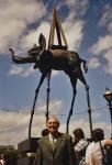 У скульптуры Дали (2005 г.)